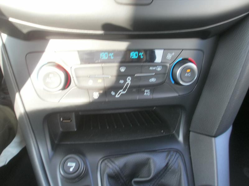 Ford Focus SW 1.5 TDCi 120ch Stop&Start Trend Noir occasion à Auxerre - photo n°17