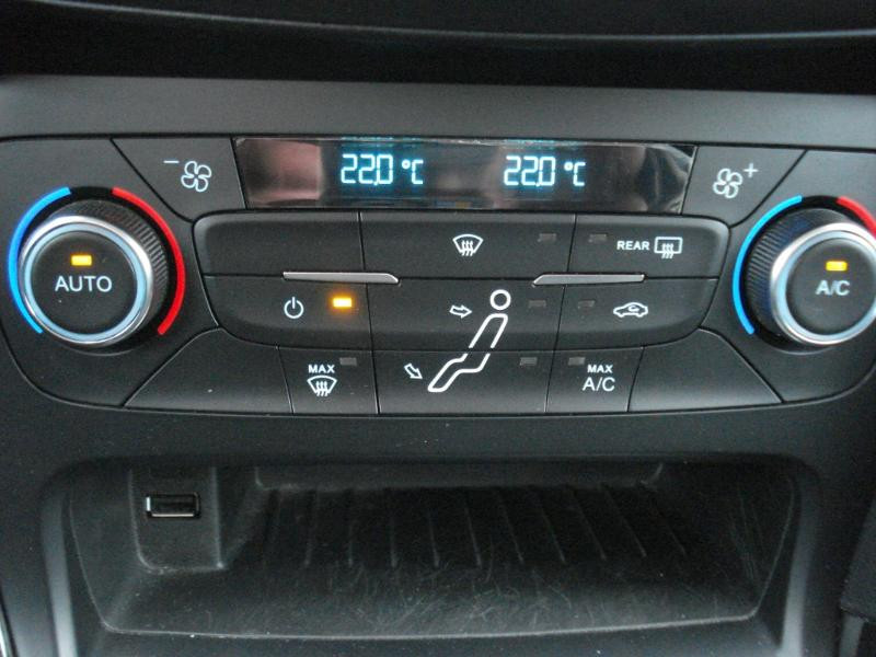 Ford Focus 1.0 EcoBoost 100ch Stop&Start Business Nav 99g Gris occasion à Aurillac - photo n°7