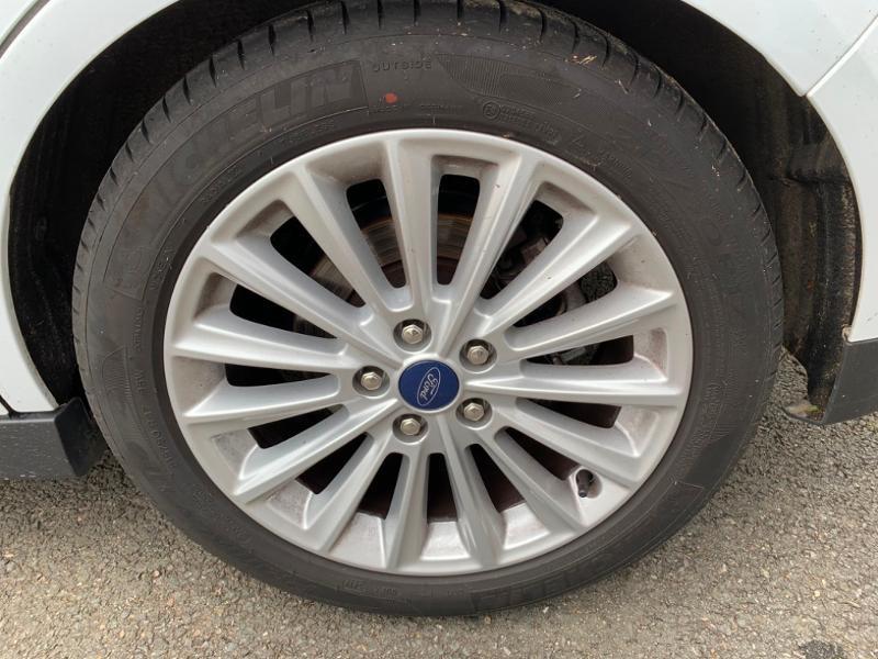 Ford Grand C-Max 1.5 TDCi 120ch Stop&Start Titanium Euro6.2 Blanc occasion à Saint-Doulchard - photo n°19