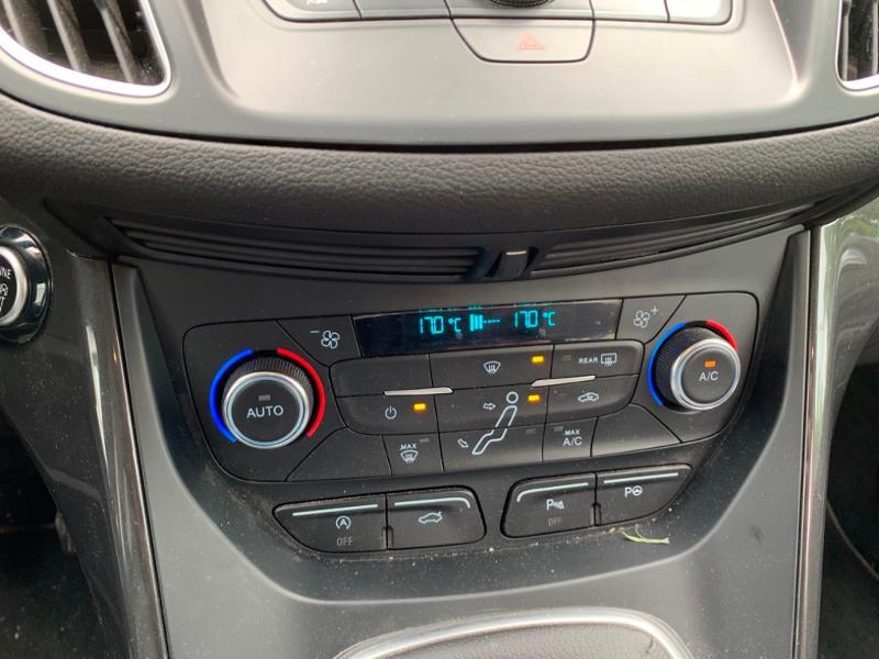 Ford Grand C-Max 1.5 TDCi 120ch Stop&Start Titanium Euro6.2 Blanc occasion à Saint-Doulchard - photo n°14