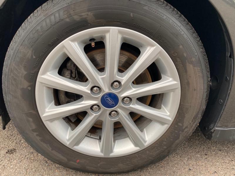 Ford Grand C-Max 1.5 TDCi 120ch Stop&Start Titanium X PowerShift Euro6.2 Gris occasion à Varennes-Vauzelles - photo n°8