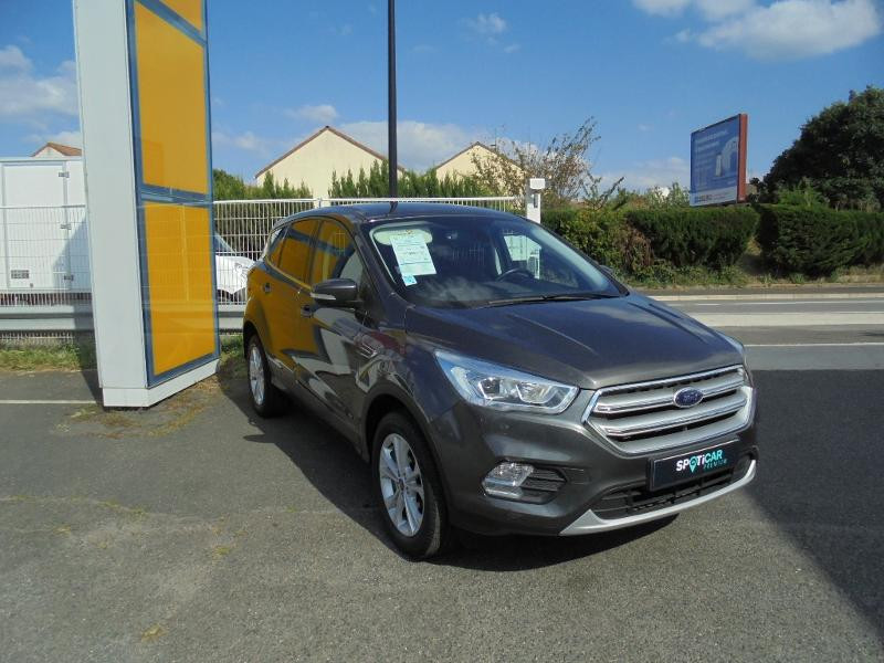 Ford Kuga 1.5 EcoBoost 120ch Stop&Start Titanium 4x2 Gris occasion à Corbeil-Essonnes