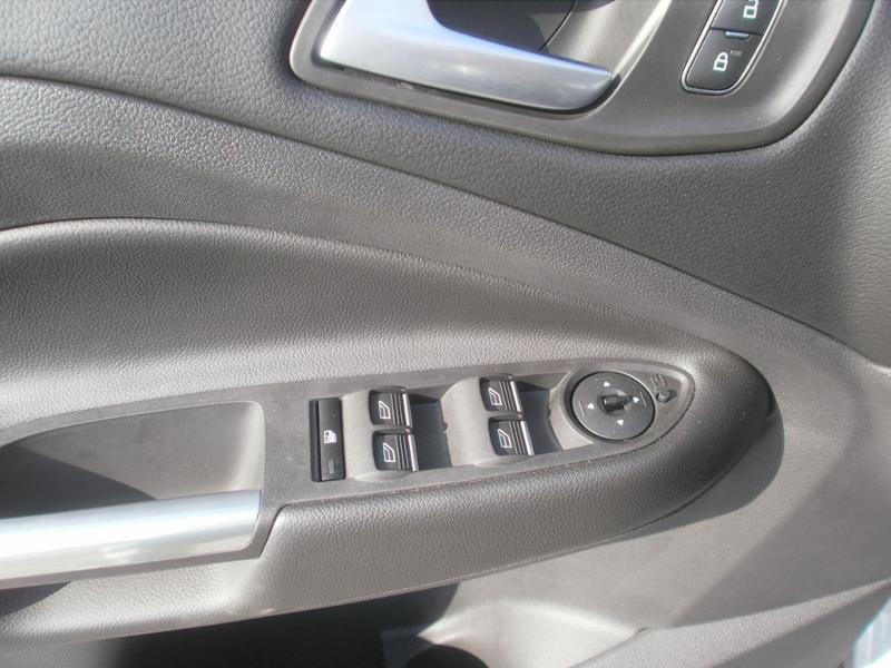 Ford Kuga 2.0 TDCi 120ch Stop&Start Titanium 4x2 Euro6.2 Gris occasion à Auxerre - photo n°11