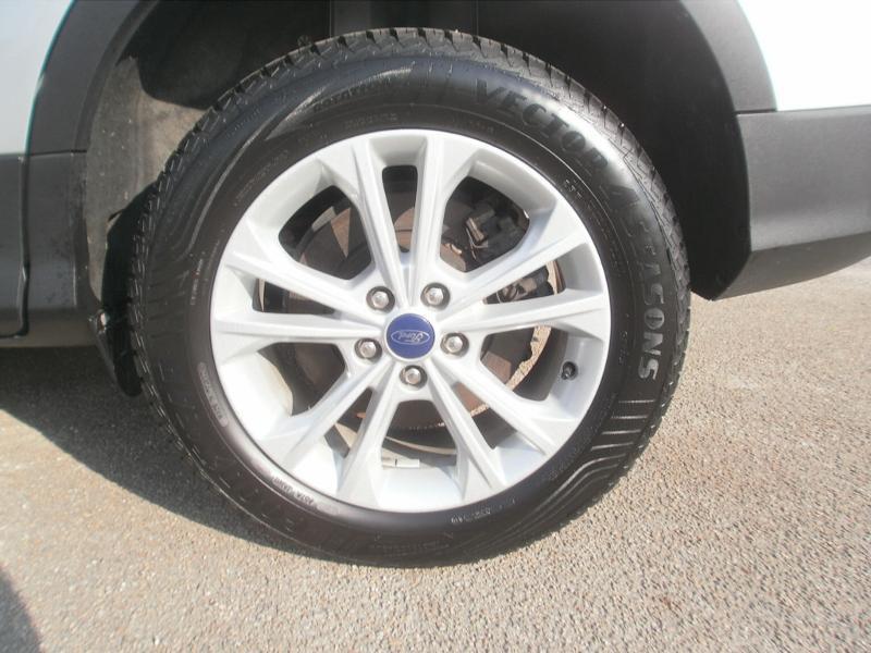 Ford Kuga 2.0 TDCi 120ch Stop&Start Titanium 4x2 Euro6.2 Gris occasion à Auxerre - photo n°19