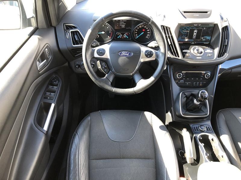 Ford Kuga 2.0 TDCI 150CH STOP&START TITANIUM 4X2 Blanc occasion à TOULOUSE - photo n°4
