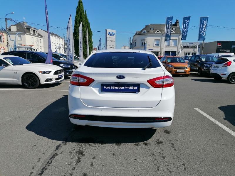 Ford Mondeo 2.0 TDCi 150ch Titanium PowerShift 5p Euro6.2 Blanc occasion à Fleury-les-Aubrais - photo n°5