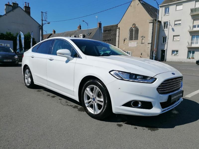 Ford Mondeo 2.0 TDCi 150ch Titanium PowerShift 5p Euro6.2 Blanc occasion à Fleury-les-Aubrais - photo n°3