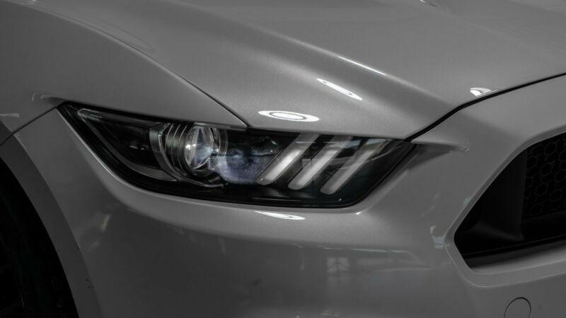 Ford Mustang 5.0 V8 421CH GT BVA6 Blanc occasion à Villenave-d'Ornon - photo n°9
