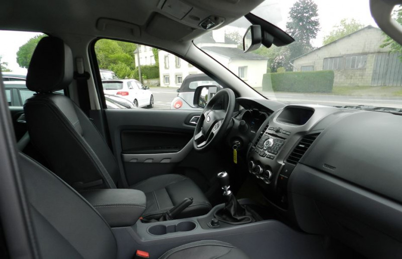 Ford Ranger 3.2 TDCI 200 DOUBLE CABINE LIMITED 4X4 Blanc occasion à Quimper - photo n°2
