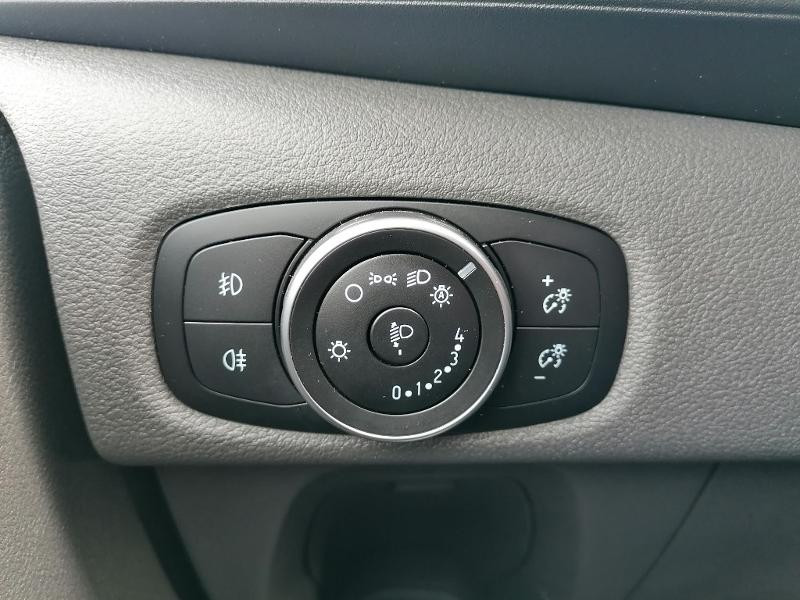 Ford Transit 300 L1H1 2.0 TDCi 130 Cabine Approfondie Limited Blanc occasion à Fleury-les-Aubrais - photo n°19