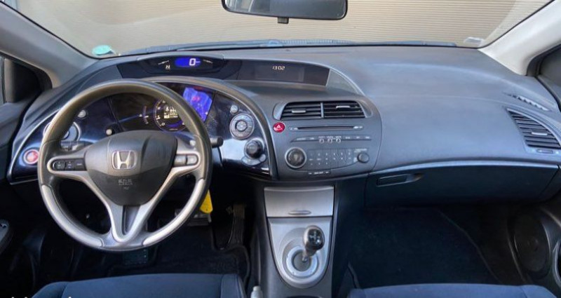 Honda Civic VIII 5p 1.4 i 83cv i-shift Boîte auto Gris occasion à Francin - photo n°4