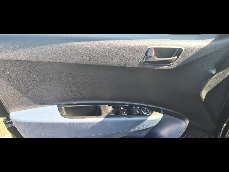 Hyundai i10 1.0 66ch Intuitive Euro6d-Temp Noir occasion à Corbeil-Essonnes - photo n°17