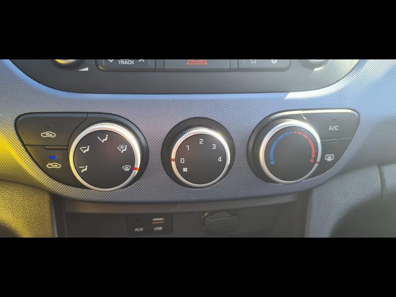 Hyundai i10 1.0 66ch Intuitive Euro6d-Temp Noir occasion à Corbeil-Essonnes - photo n°8