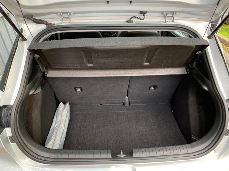 Hyundai i20 1.2 75ch Initia Gris occasion à Saint-Doulchard - photo n°14