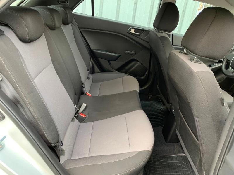 Hyundai i20 1.2 75ch Initia Gris occasion à Saint-Doulchard - photo n°9