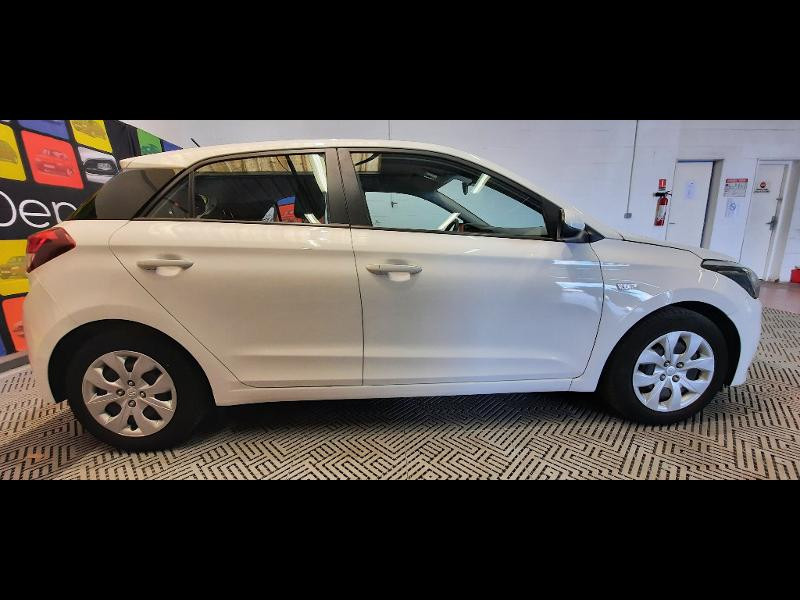 Hyundai i20 1.2 84 Intuitive Blanc occasion à Dijon - photo n°7