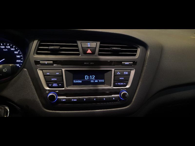 Hyundai i20 1.2 84 Intuitive Blanc occasion à Dijon - photo n°10