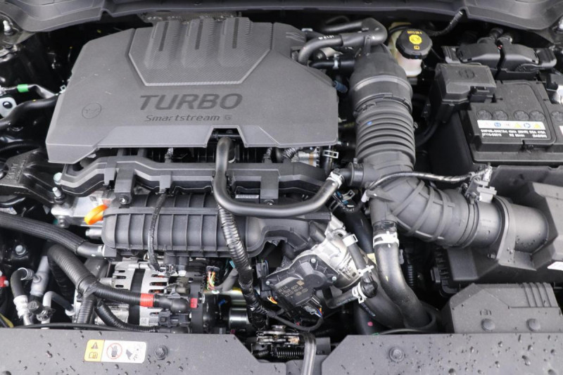 Hyundai i20 T-GDI MILD HYBRID 48V ESSENTIAL ECL Noir occasion à Semécourt - photo n°12