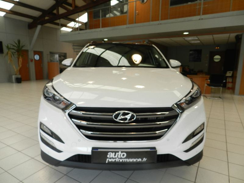 Hyundai Tucson (UE) 1.7 CRDI 115 BUSINESS 2WD Blanc occasion à Quimper - photo n°2