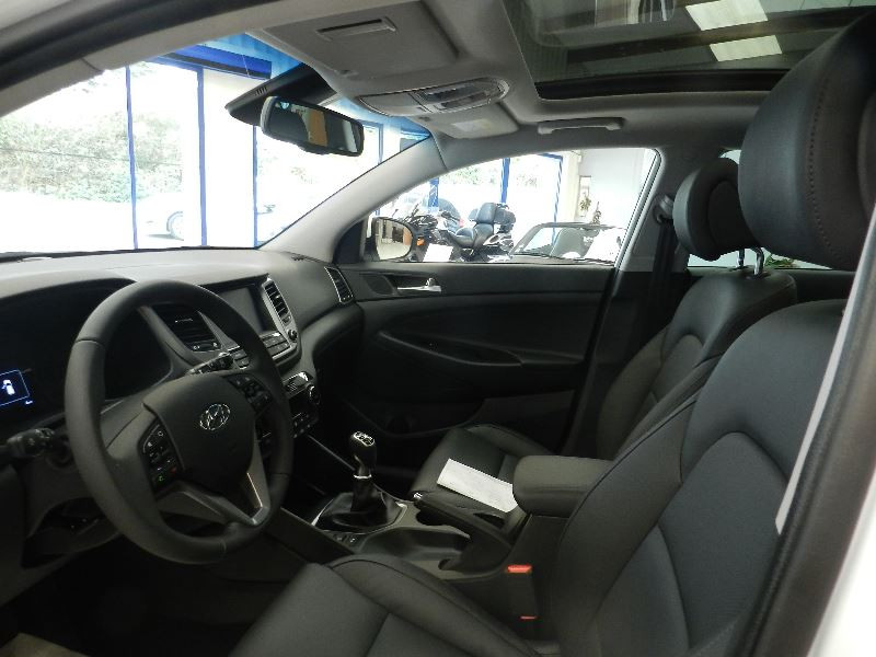 Hyundai Tucson (UE) 1.7 CRDI 115 BUSINESS 2WD Blanc occasion à Quimper - photo n°4