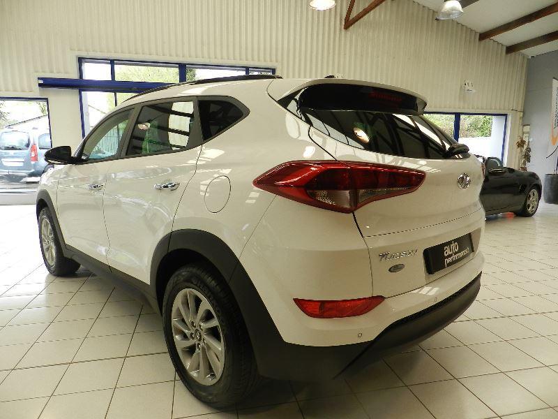 Hyundai Tucson (UE) 1.7 CRDI 115 BUSINESS 2WD Blanc occasion à Quimper - photo n°5