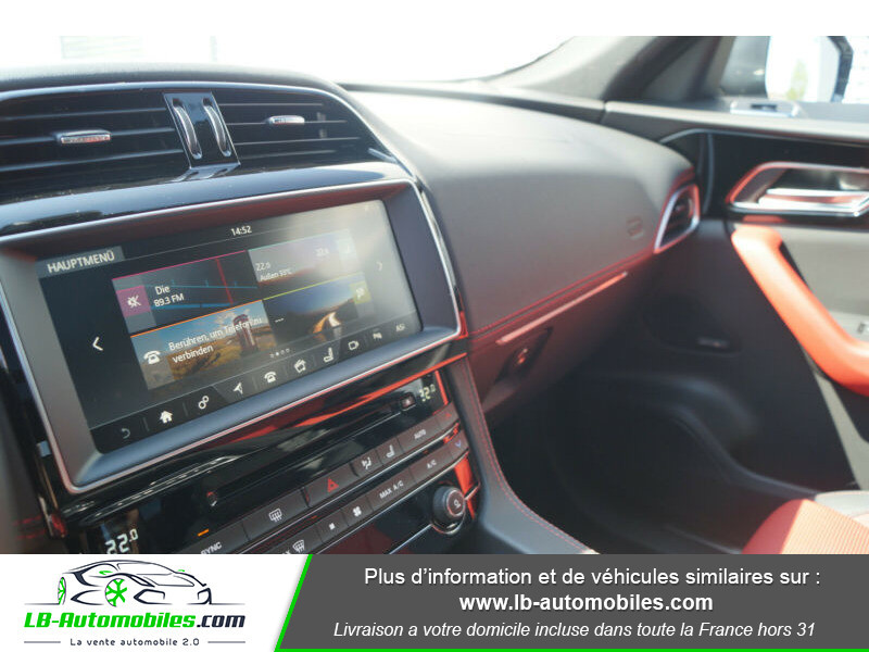 Jaguar F-Pace 2.0 D AWD 180 ch R-Sport Blanc occasion à Beaupuy - photo n°8