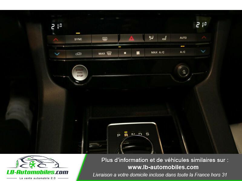 Jaguar F-Pace 2.0 D AWD 180 ch Noir occasion à Beaupuy - photo n°10