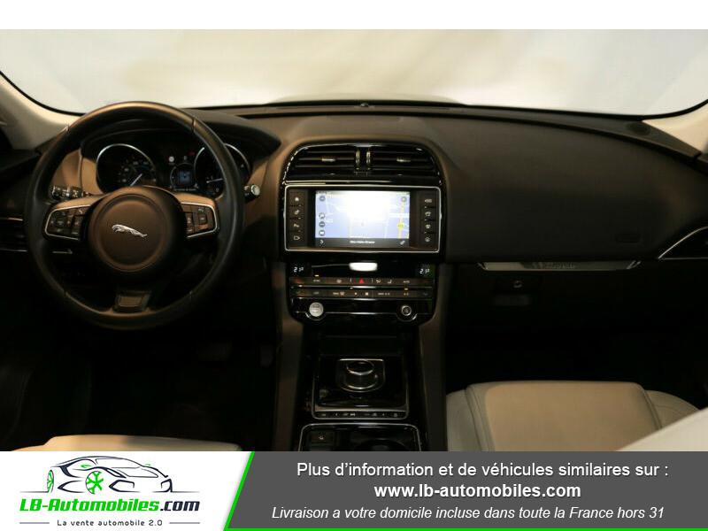 Jaguar F-Pace 2.0 D AWD 180 ch Noir occasion à Beaupuy - photo n°2