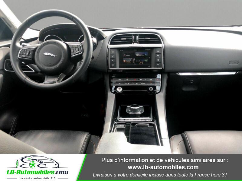 Jaguar F-Pace 2.0 D AWD 180 ch Gris occasion à Beaupuy - photo n°2