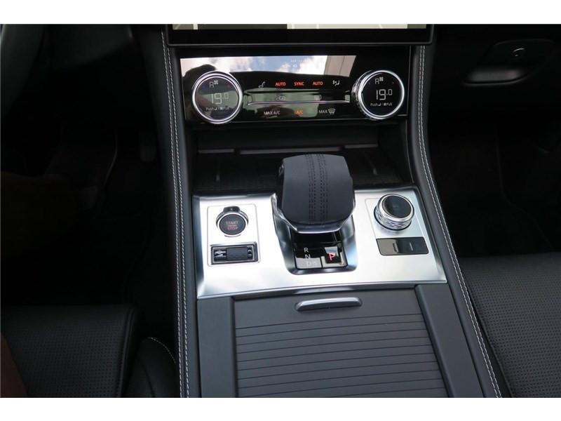 Jaguar F-Pace 2.0 - D200 MHEV AWD BVA8 R-Dynamic SE Gris occasion à LABEGE CEDEX - photo n°11