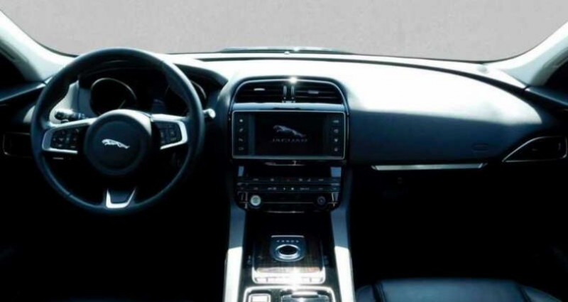 Jaguar F-Pace 2.0D 180ch Prestige 4x4 BVA8  occasion à Boulogne-Billancourt - photo n°6