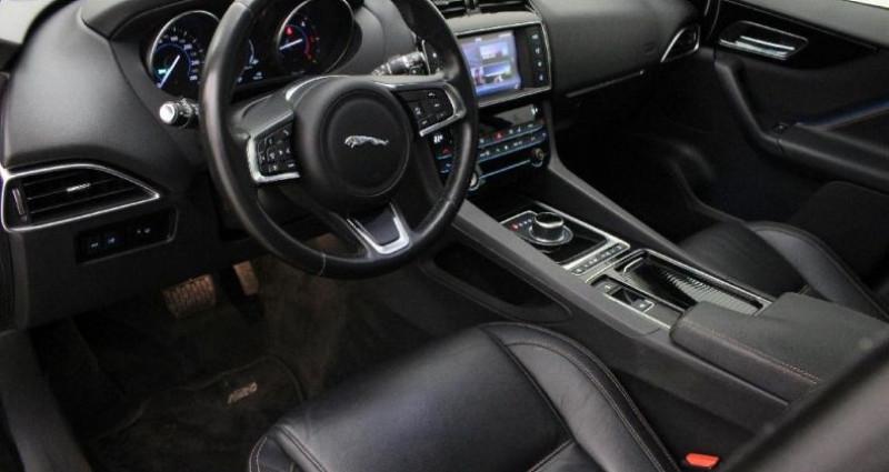 Jaguar F-Pace 2.0D 180ch Prestige 4x4  occasion à CHALAIN-LE-COMTAL - photo n°7