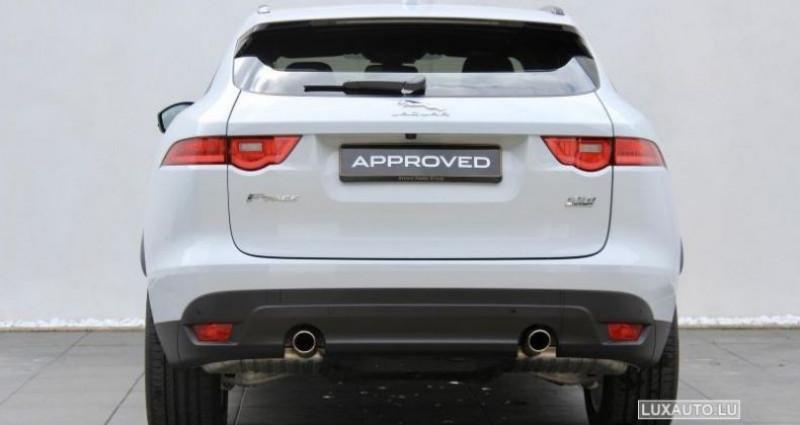 Jaguar F-Pace 20d 180 Portfolio AWD Auto. Blanc occasion à Petange - photo n°6