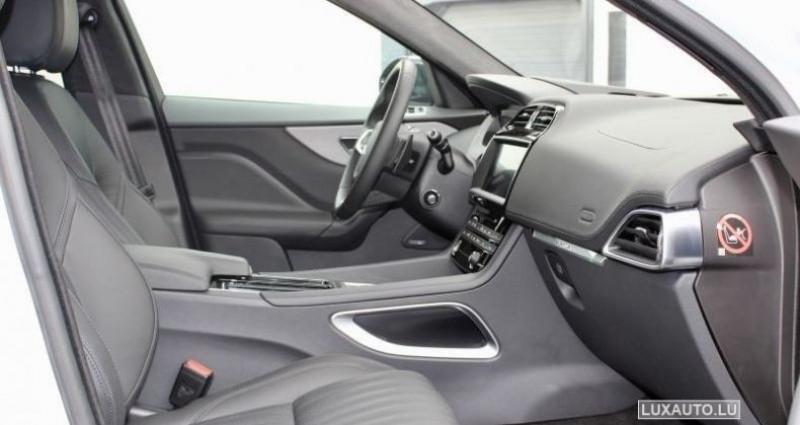 Jaguar F-Pace 20d 180 Portfolio AWD Auto. Blanc occasion à Petange - photo n°4