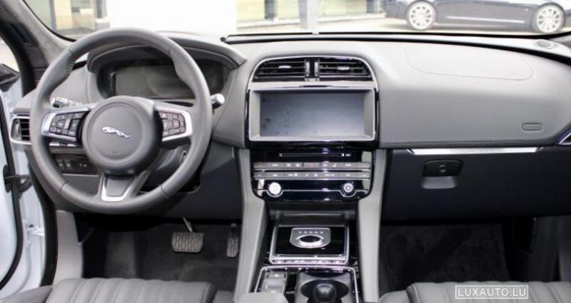 Jaguar F-Pace 20d 180 Portfolio AWD Auto. Blanc occasion à Petange - photo n°3