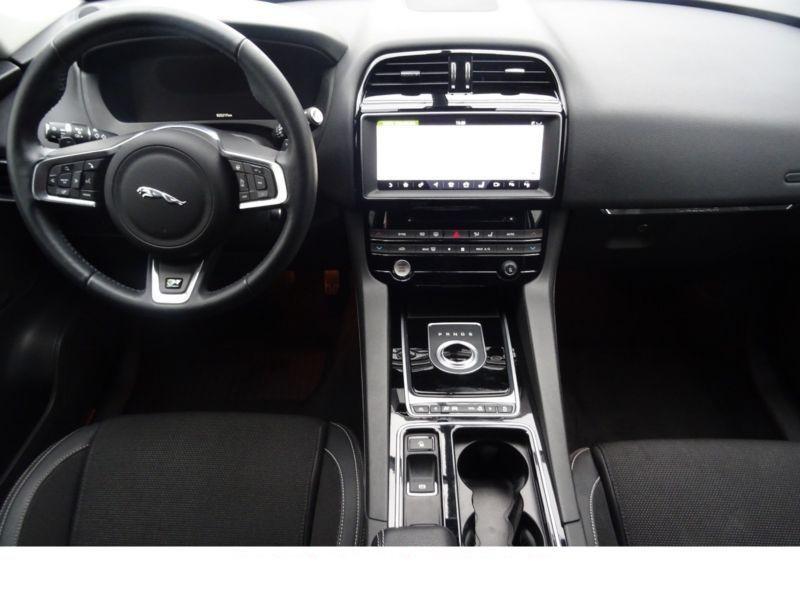 Jaguar F-Pace 20d AWD R-Sport Blanc occasion à Beaupuy - photo n°2