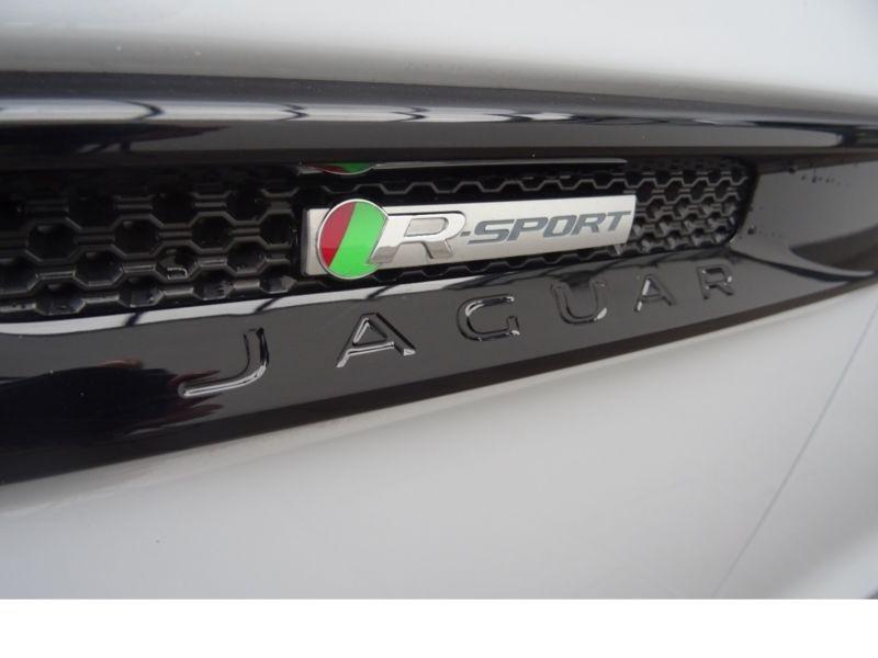 Jaguar F-Pace 20d AWD R-Sport Blanc occasion à Beaupuy - photo n°9