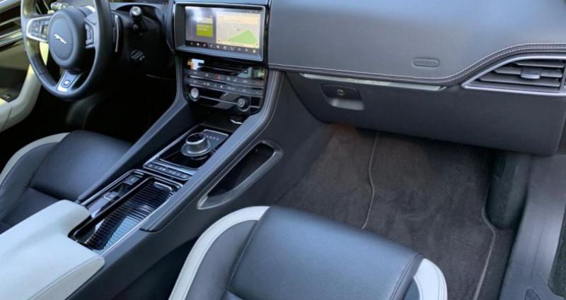 Jaguar F-Pace 3.0 D S V6 300cv Gris occasion à Meylan - photo n°5