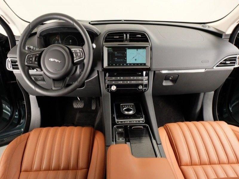 Jaguar F-Pace 30d AWD Portfolio Vert occasion à Beaupuy - photo n°2