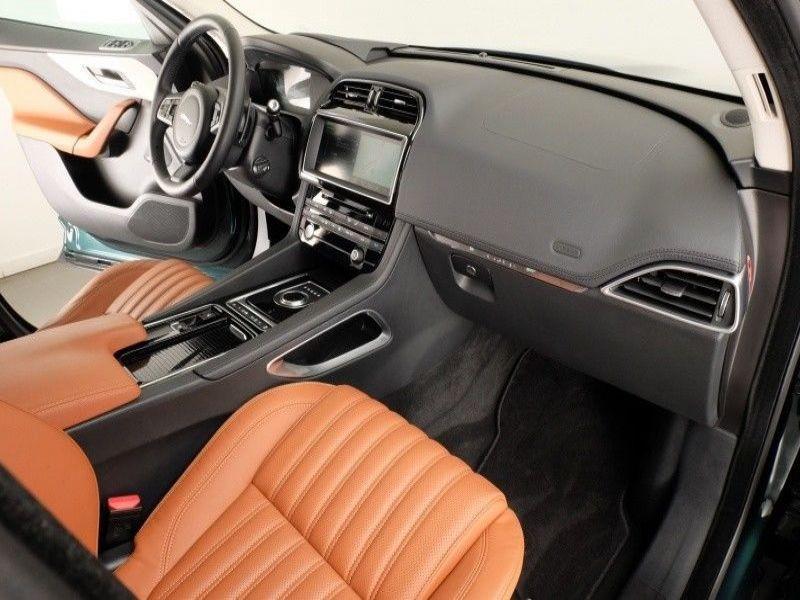 Jaguar F-Pace 30d AWD Portfolio Vert occasion à Beaupuy - photo n°4