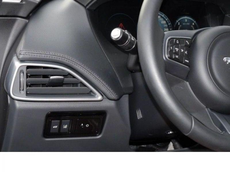 Jaguar F-Pace 30d AWD Portfolio  occasion à Beaupuy - photo n°8