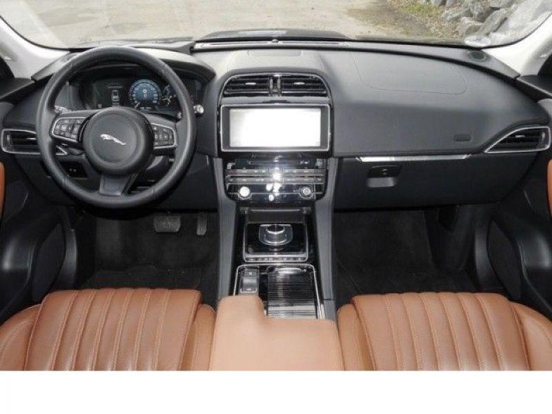 Jaguar F-Pace 30d AWD Portfolio  occasion à Beaupuy - photo n°2