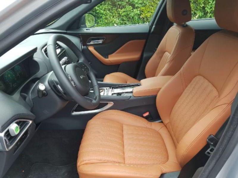 Jaguar F-Pace Portfolio BVA 8 4X4 Gris occasion à Bassussarry - photo n°6