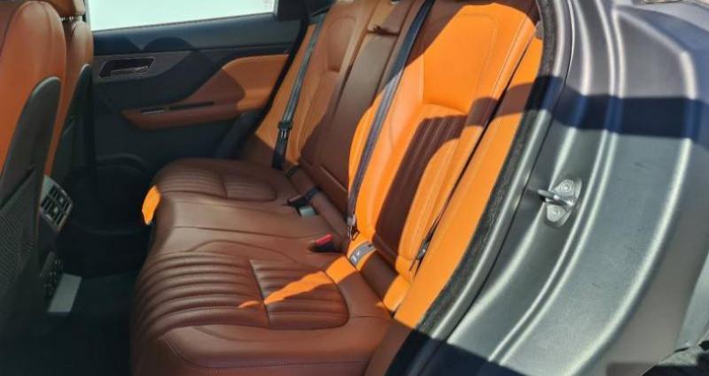 Jaguar F-Pace V6 3.0D 300ch Portfolio 4x4 BVA8 Noir occasion à AUBIERE - photo n°3