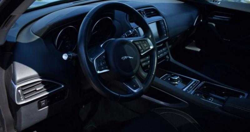 Jaguar F-Pace V6 3.0D 300CH R-SPORT 4X4 BVA8 Vert occasion à VENDARGUES - photo n°7