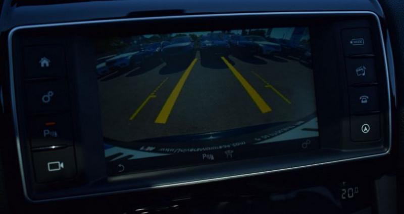 Jaguar F-Pace V6 3.0D 300CH R-SPORT 4X4 BVA8 Vert occasion à VENDARGUES - photo n°4