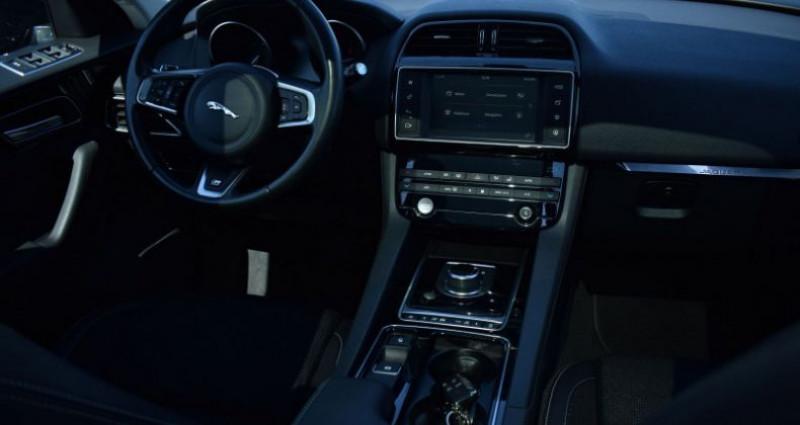 Jaguar F-Pace V6 3.0D 300CH R-SPORT 4X4 BVA8 Vert occasion à VENDARGUES - photo n°2