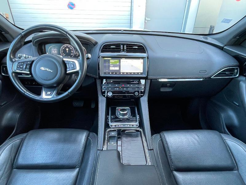 Jaguar F-Pace V6 3.0D 300ch R-Sport 4x4 BVA8 Blanc occasion à Barberey-Saint-Sulpice - photo n°9