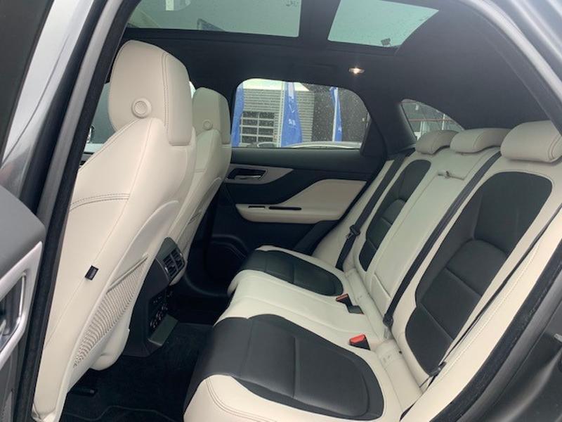 Jaguar F-Pace V6 3.0D 300ch S 4x4 BVA8 Gris occasion à Mérignac - photo n°5