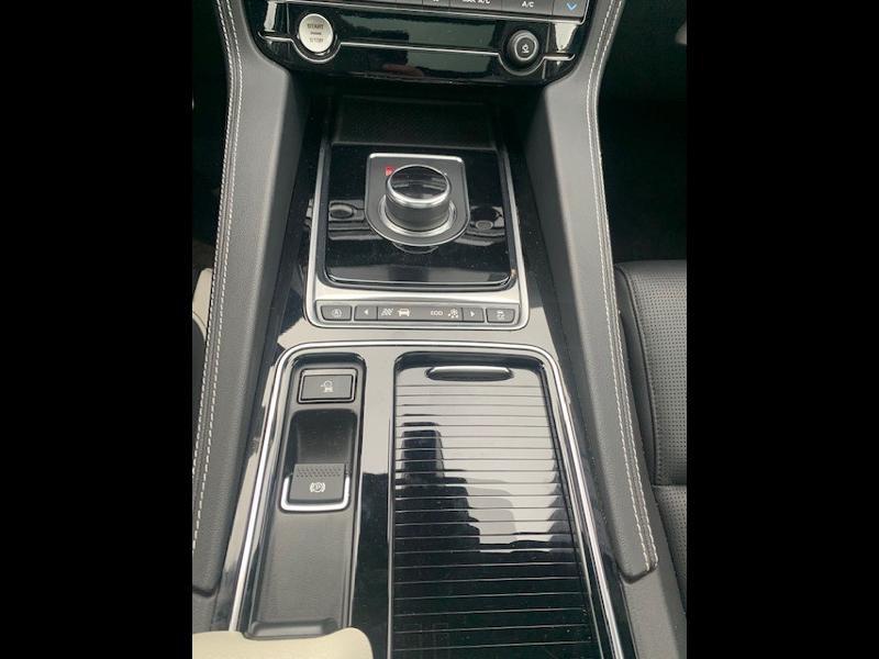Jaguar F-Pace V6 3.0D 300ch S 4x4 BVA8 Gris occasion à Mérignac - photo n°9